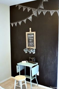 This darling little girl's room features a chalkboard accent wall. What a clever use of chalkboard paint! Taryn of Design, Dining + Diapers shows how she painted the wall with little fuss or muss. || @TarynAtDDD