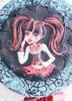 Monster High Draculaura cake By varrvarra on CakeCentral.com