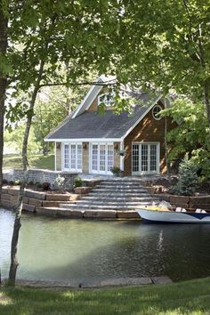 perfect lake house, just needs a kayak in the water! yesss please :)