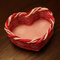 heart-shaped yarn basket (tutorial)