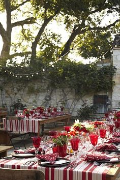 love the red and white tablecloths