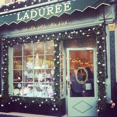 Macaroons and laduree on pinterest macaroon tower paris for Laduree christmas