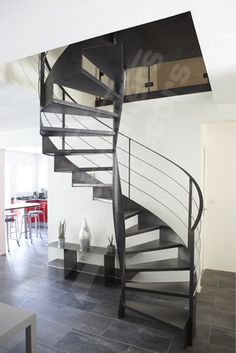 Escalier on pinterest stair risers light wood flooring and real estate pho - Escalier metal industriel ...