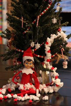 Elf on a Shelf - Making holiday garland for the tree
