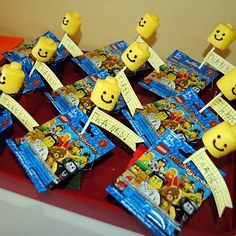 Great Lego Party favors. @Andrea Sifuentes Mallo