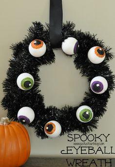 Is someone looking at me? Spooky Eyeball Wreath!   #wreath #halloween