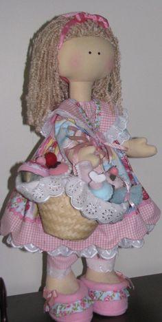 Boneca Russa com cestinho de Cupcake