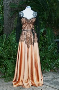 Amazing vintage art deco gown.