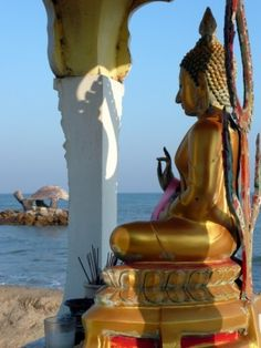 Puek Tien Buddha - The north of Cha-am is famous for all its statues in the sea.