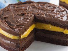 Bolo de chocolate com creme de maracujá - http://cybercook.terra.com.br/bolo-de-chocolate-com-creme-de-maracuja-rc-8-121188.html?20130503121054