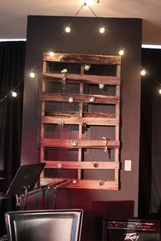 20 Cool DIY Pallet Art Projects | Shelterness