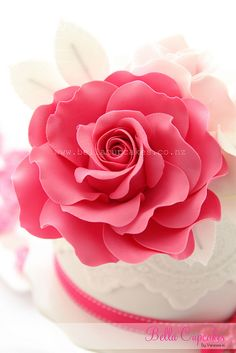 Gumpaste rose to decorate cake