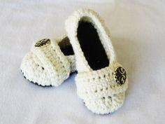 Crochet Pattern Cozy Women's House Slippers by YarnBlossomBoutique