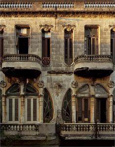 Balcony ©Michael Eastman http://eastmanimages.com/