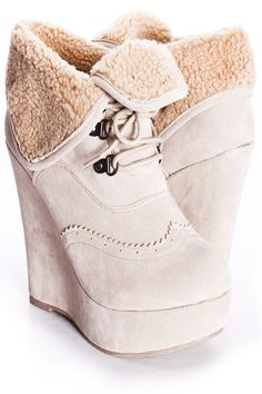 these boots have oxford detailing! How cute