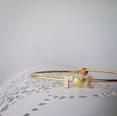 love initial bracelet // gold // E