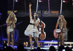 Pistol Annies perform Takin' Pills at 2012 CMT Music Awards