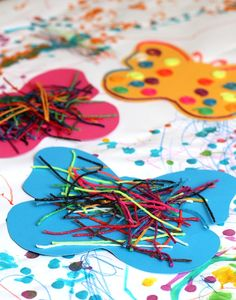 Easy butterfly art activity for toddlers and preschoolers- so colorful and fun!