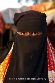Africa | Muslim veiled woman, Hargeisa, Somaliland, Somalia | © Ariadne Van Zandbergen