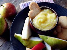 Crema de limón Zesty Meyer con frutas y galletas. Meye lemon dip with fresh fruit