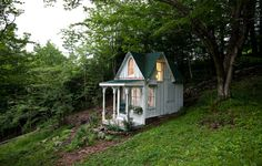 A tiny Victorian cottage in the Catskills. Photo: Trevor Tondro for The New York Times