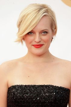 Elisabeth Moss: the in-between cut, not quite a pixie, not quite a bob.