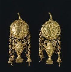Gold earrings, from Vulci (Lazio). Etruscan civilization,3rd-2nd Century BC.