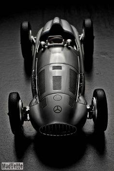 Mercedes W165