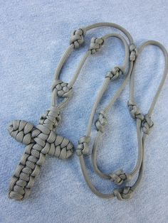 I'd like to know how to make this cross--Rosary paracord