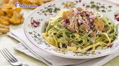 Ricetta Tagliatelle paglia e fieno con ragù di finferli e speck - Le Ricette di GialloZafferano.it