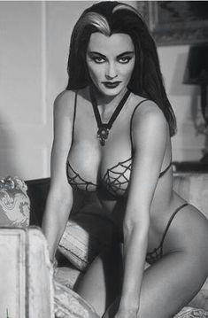 Yvonne De Carlo - Mrs. Lily Munster!
