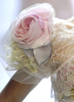 Valentino - detail pink rose veiled