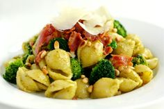 Pasta med pesto, broccoli og bacon   foodfanatics opskrifter