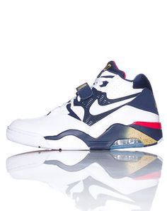 NIKE Air Force 180 men's sneaker Charles Barkley Lace closure with single velcro strap Padded tongue with NIKE air 180 logo Air bubble heel for comfort