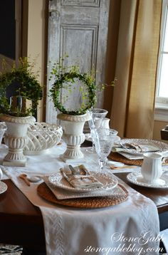 Learn how to set a casual table with this tutorial. AND 45 BEST Spring Party & Decor Tutorials EVER with their LINKS!!! GIFT, PARTY, EVENT, SPRING, WEDDING DECOR. Blog & Photos from MrsPollyRogers.com