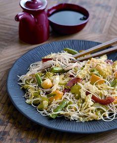 Stir-Fried Rice Noodles with Vegetables - vegan #dairyfree