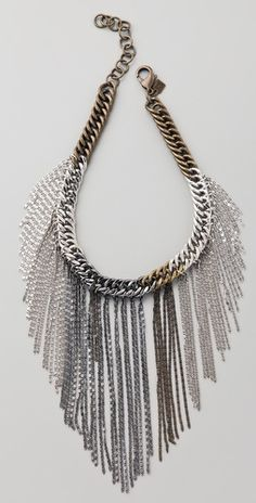 Used to be really into chain jewelry. This necklace is cute!