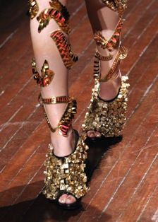 Gold anklets: Arora melted baroque influences with India's traditional jewelry