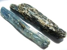 Kyanite has a calming effect on the whole being, bringing tranquility.  It encourages psychic abilities and communication on all levels.  It drives away anger, frustration, confusion and stress and helps to provide a capacity for linear and logical thought.  Kyanite provides a stimulating energy, encouraging perserverance in and support of activities and situations which would normally reduce one's strength.