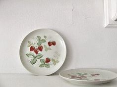 vintage strawberry plates
