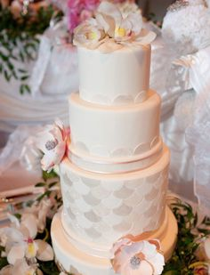 {Bridal Cakes} White scalloped 3 tier wedding cake #bridal #wedding #weddingcake