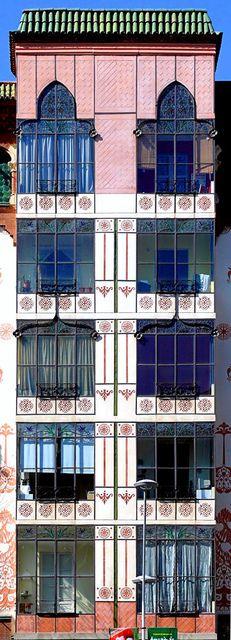 Barcelona - València ~ Casa Llopis i Bofill ~ Architect: Antoni Maria Gallissà i Soque