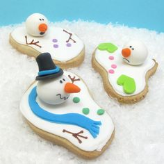 Adorably fun melted snowman cookies. #cookies #Christmas #food #decorated #baking #snowmen #snow #winter