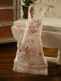 dollhouse apron--so cute! Gives me ideas!