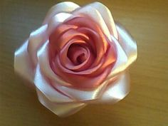 (600x450, 24Kb) Pink Roses, Fabric Roses, Silk Flowers, Photo Tutorial, Fabric Flowers, Diy Fabric, Flower Crafts, Flower Tutorial, Crafts With Ribbon