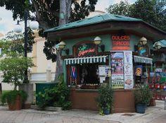 Fotografía de Ricardo David Jusino. Tienda de dulces típicos y café en la plaza pública de Cabo Rojo, PR. (n.f) www.panoramio.com