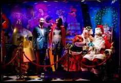 30 Insane Store Window Displays | SMOSH | #holiday #christmas #decoration #interior #santa #movie #theme #animatronics #lights #retail #icsc #cre | arkansasconstruction.co and Facebook.com/cni.arkansas