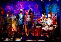 30 Insane Store Window Displays | SMOSH | #holiday #christmas #decoration #interior #santa #movie #theme #animatronics #lights #retail #icsc #cre | arkansasconstruction.co and Facebook.com/cni.arkansas