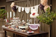 Vintage lovers unite ~ this dessert table is gorgeous;) Photography by paperlilyphotography.com