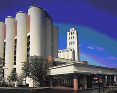 The old Quaker Oats silos in Akron, Ohio are now a combo college dorm/public hotel. Round rooms!